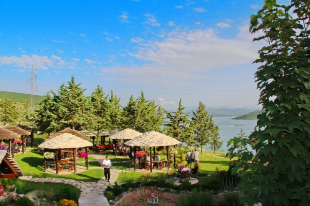 restoran-i-hotel-jezero-bileca